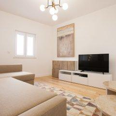 Апартаменты Mouraria Blue Three-Bedroom Apartment w/ Parking - by LU Holidays комната для гостей фото 2