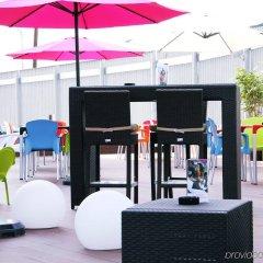 Отель Crowne Plaza Madrid Airport бассейн