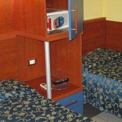 Отель Evergreen сейф в номере