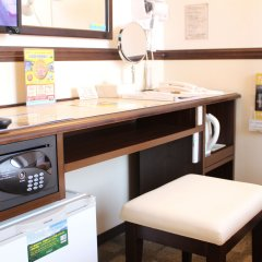 Отель Toyoko Inn Tokyo Monzen-Nakacho Eitaibashi сейф в номере