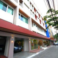 Отель Bangkok Loft Inn Бангкок парковка