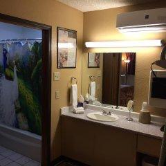 Отель La Siesta Motel & RV Resort ванная