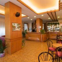 Hotel Velus Чивитанова-Марке гостиничный бар