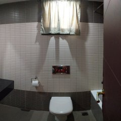 Отель The Camelot Rest House ванная