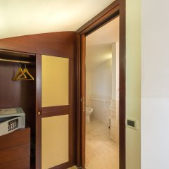 Ruzzini Palace Hotel сейф в номере