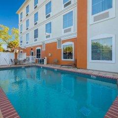Отель Comfort Inn & Suites Maingate South бассейн фото 3