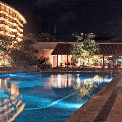 Отель Taj Samudra Hotel Шри-Ланка, Коломбо - отзывы, цены и фото номеров - забронировать отель Taj Samudra Hotel онлайн бассейн