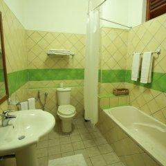 Отель Royal Beach Resort Шри-Ланка, Индурува - отзывы, цены и фото номеров - забронировать отель Royal Beach Resort онлайн ванная