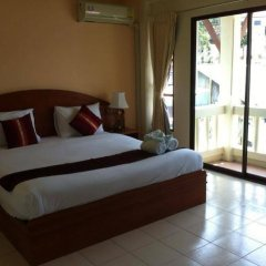 Phuket Holiday Hostel пляж Ката комната для гостей