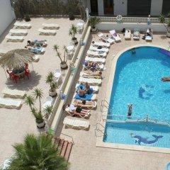 Отель Hostal Montaña Испания, Сан-Антони-де-Портмань - отзывы, цены и фото номеров - забронировать отель Hostal Montaña онлайн балкон