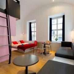 Апартаменты Dice Apartments комната для гостей