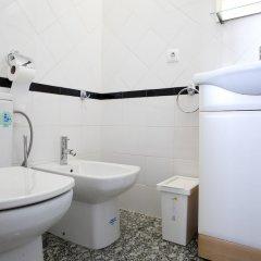 Отель At Ease Inn ванная фото 2
