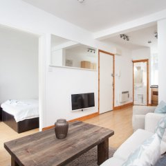Апартаменты Basic Apartment for Two Amazing Location Лондон комната для гостей фото 4