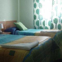 Отель Hostal Emilio Barajas Мадрид комната для гостей фото 3