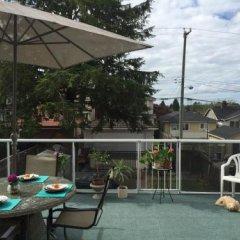 Отель Cozy Bedrooms Guest House Канада, Ванкувер - отзывы, цены и фото номеров - забронировать отель Cozy Bedrooms Guest House онлайн балкон