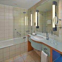 Отель Hilton Cologne Германия, Кёльн - 3 отзыва об отеле, цены и фото номеров - забронировать отель Hilton Cologne онлайн ванная фото 2
