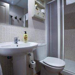 Отель Apartamentos Palacio Real Испания, Мадрид - отзывы, цены и фото номеров - забронировать отель Apartamentos Palacio Real онлайн ванная фото 2