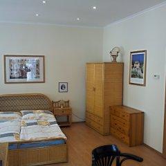 Апартаменты Holiday Apartments Karlovy Vary комната для гостей фото 2