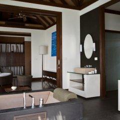 Отель Coco Bodu Hithi Мальдивы, Остров Гасфинолу - отзывы, цены и фото номеров - забронировать отель Coco Bodu Hithi онлайн ванная фото 2