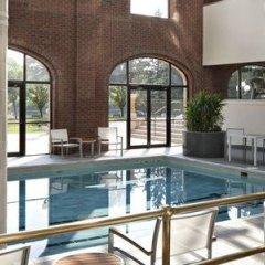 Отель Delta Hotels by Marriott Bessborough бассейн