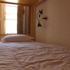 1878 Hostel Faro сейф в номере