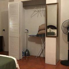 Отель Lawrence Pool House удобства в номере