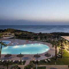 Отель ILUNION Calas De Conil Испания, Кониль-де-ла-Фронтера - отзывы, цены и фото номеров - забронировать отель ILUNION Calas De Conil онлайн пляж