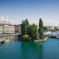 Отель Four Seasons Hotel Geneva Швейцария, Женева - отзывы, цены и фото номеров - забронировать отель Four Seasons Hotel Geneva онлайн приотельная территория фото 2