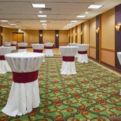 Отель Holiday Inn Bloomington Airport South Mall Area Блумингтон с домашними животными