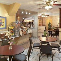 Отель Travelodge Hotel at LAX США, Лос-Анджелес - отзывы, цены и фото номеров - забронировать отель Travelodge Hotel at LAX онлайн питание