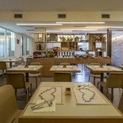Отель Villa Lalla Италия, Римини - 3 отзыва об отеле, цены и фото номеров - забронировать отель Villa Lalla онлайн гостиничный бар