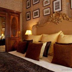 Отель 11 Cadogan Gardens сейф в номере