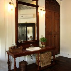 Отель The Bhuthorn Bed and Breakfast ванная