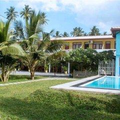 Отель Larns Villa бассейн