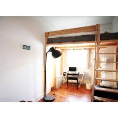 Liv'in Lisbon Hostel сейф в номере