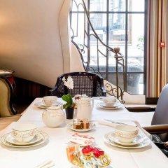 Отель Hôtel Chateaubriand Champs Elysées Париж в номере фото 2