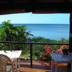 Отель Coconut Grove Beachfront Cottages балкон