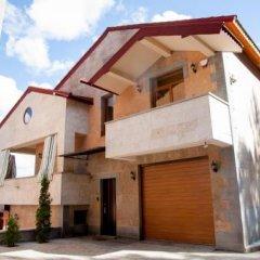Отель Villa Casas Di Maria (Grande Casa) Армения, Цахкадзор - отзывы, цены и фото номеров - забронировать отель Villa Casas Di Maria (Grande Casa) онлайн парковка