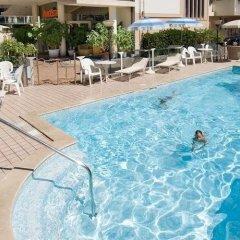 Hotel Aragosta Римини бассейн