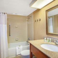 Americinn Hotel & Suites Bloomington West Блумингтон ванная