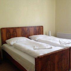 Отель Pension Platan сейф в номере