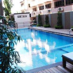 Vogue Pattaya Hotel бассейн