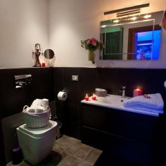 Отель The Victory Suite Guesthouse ванная фото 3