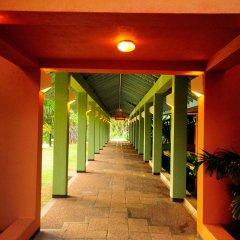 Отель Club Palm Bay Шри-Ланка, Маравила - 3 отзыва об отеле, цены и фото номеров - забронировать отель Club Palm Bay онлайн вид на фасад