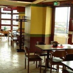 Отель und Rasthof AVUS Германия, Берлин - отзывы, цены и фото номеров - забронировать отель und Rasthof AVUS онлайн питание фото 3