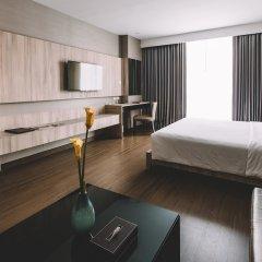 Отель Adelphi Suites Bangkok сейф в номере