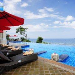 Отель Aquamarine Resort & Villa бассейн