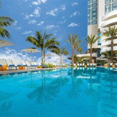 Отель Hilton San Diego Bayfront бассейн