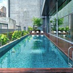 Отель YOTEL Singapore Orchard Road бассейн фото 3
