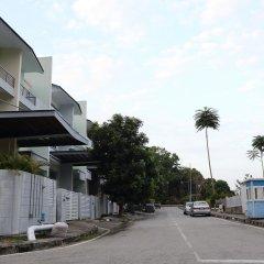 Отель Delite Guest House No 13 @ Batu Ferringhi парковка
